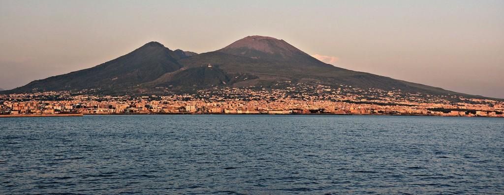 Vesuvio_da_mare_2
